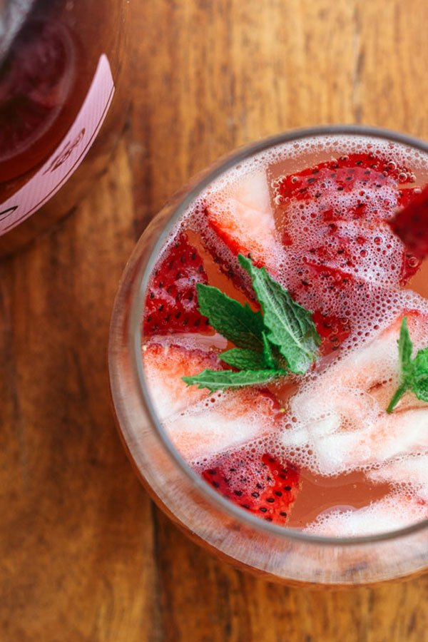 Summer Strawberry Cocktail (with Lemon and Prosecco)