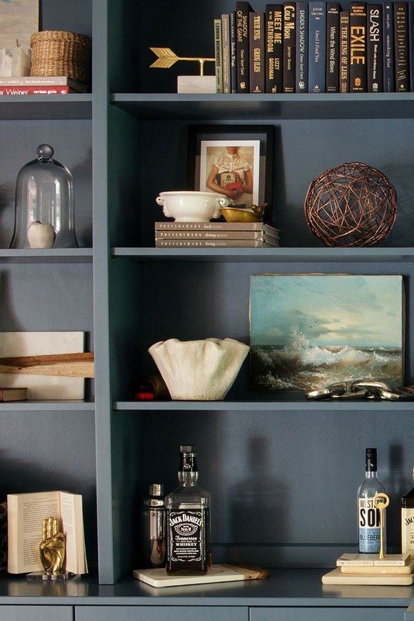 How to Decorate a Bookshelf (5 Simple Steps)