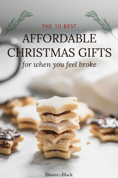 Need cheap Christmas gifts ideas this year? Money is tight for a lot of us, so I compiled this list of the 10 best affordable holiday gifts for when you're feeling broke. You can still give gifts on a budget!