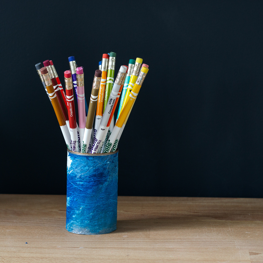 wrap a tin can in fused plastic fabric to make a blue marbled pencil holder