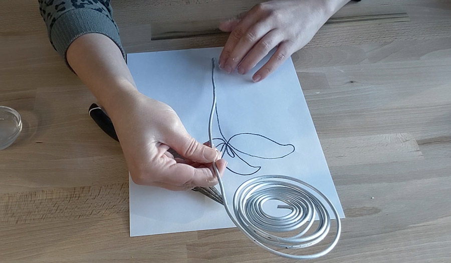 Shape wire using picture as your guide