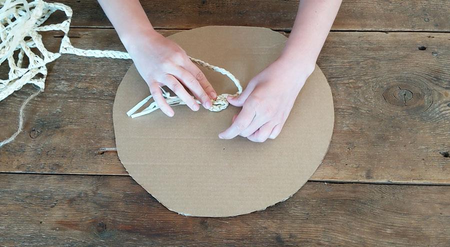 Start gluing braided raffia in the center